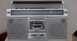 SHARP GF-6060H RADIO-Cassette . FM.SW. LW. MW. MADE IN JAPAN.