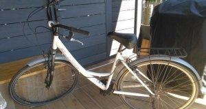 ενα ποδηλατο και δωρο ενα παλιο & πολλα αλλα ανταλλακτικα & σκελετοι bmx