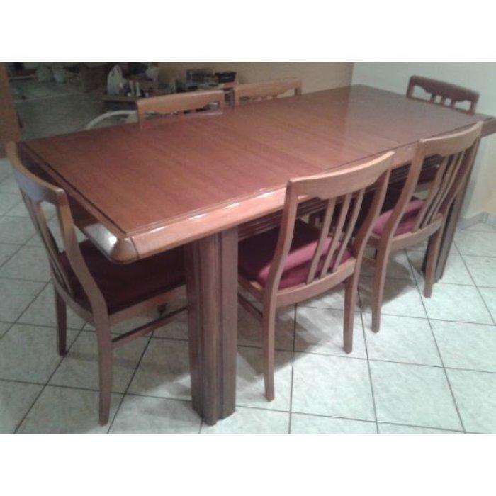 Πωλείται τραπεζαρία επεκτεινόμενη μασίφ ξύλο καρυδιάς με 6 καρέκλες (ύφασμα χρώματος μπορτώ)