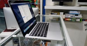 Apple Macbook Pro 13.3inch Mid 2014 στο κουτί του