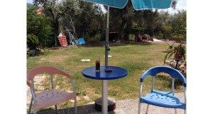Τραπέζια και καρέκλες