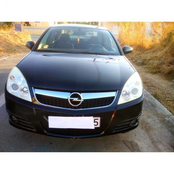 Πουλάω πολύ δυνατό Opel Vectra δεκαετίας σε άριστη κατάσταση, χωρίς προβλήματα, τρακαρίσματα και μηχανικές βλάβες.